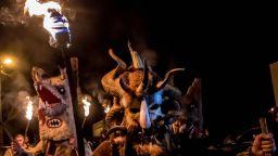 "Pазпалиха огньовете и извадиха кукерските маски за обичая ""Сурва"" в пернишките села"