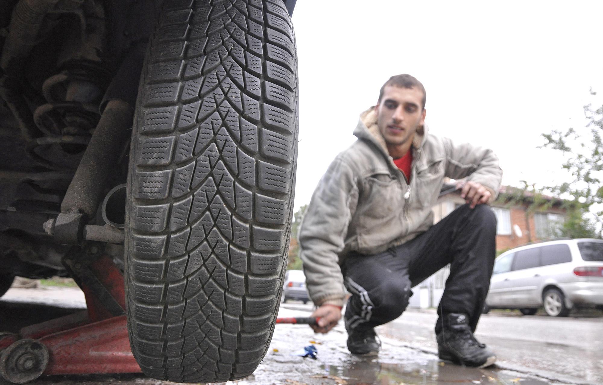 Алекси Стратиев: Не бързайте да сменяте зимните гуми