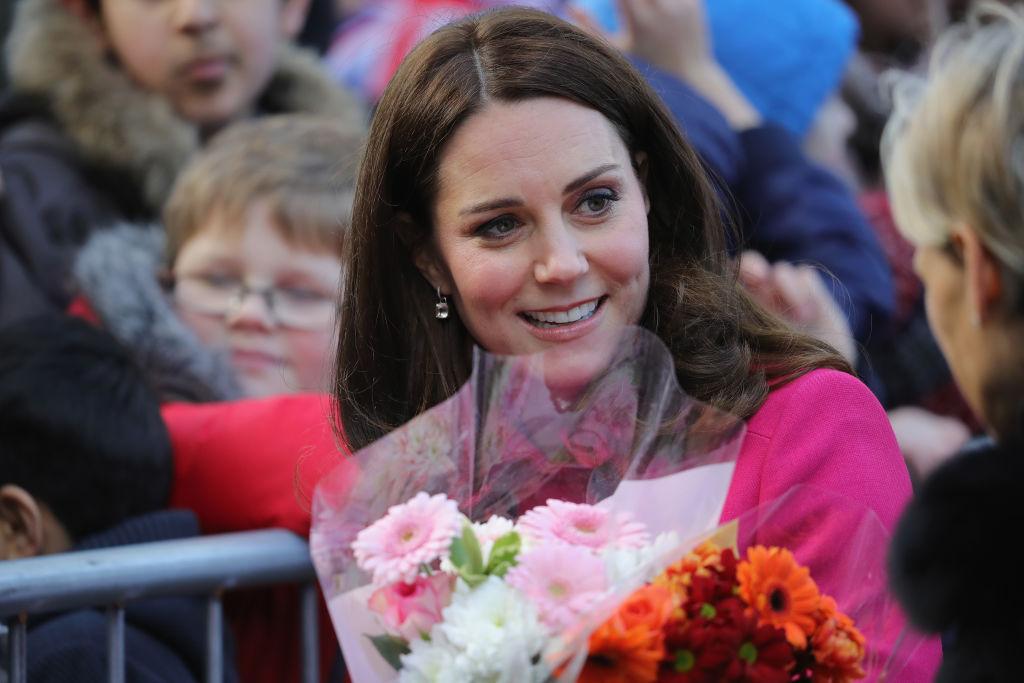 Бременната Кейт облече любимо розово палто