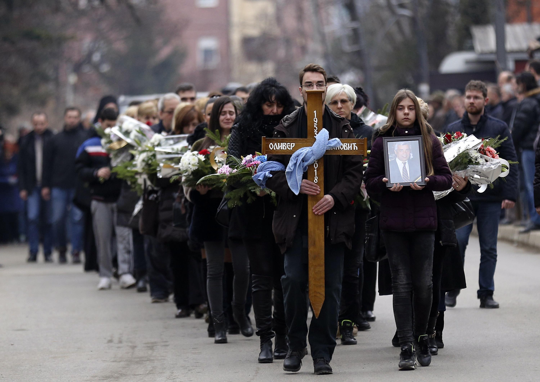 Стотици изпратиха в последния му път убития Оливер Иванович