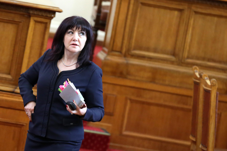 Цвета Караянчева: Депутатите не са безделници
