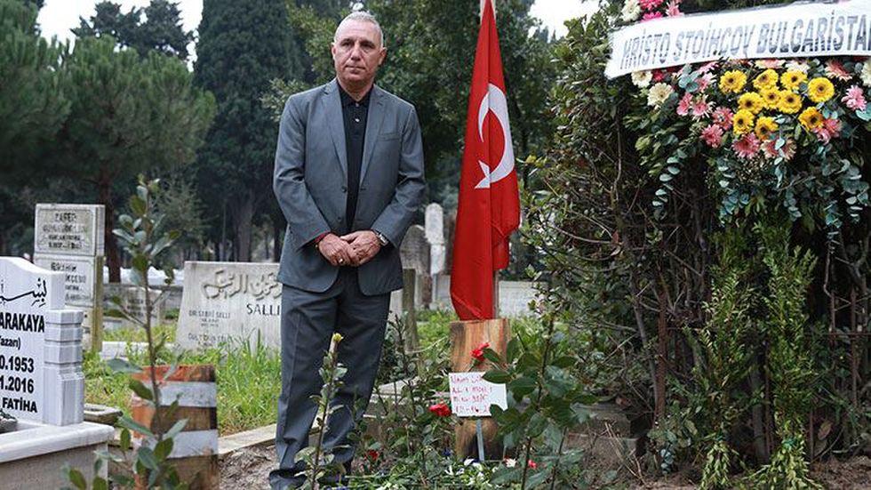 Стоичков се разплака на гроба на Наим