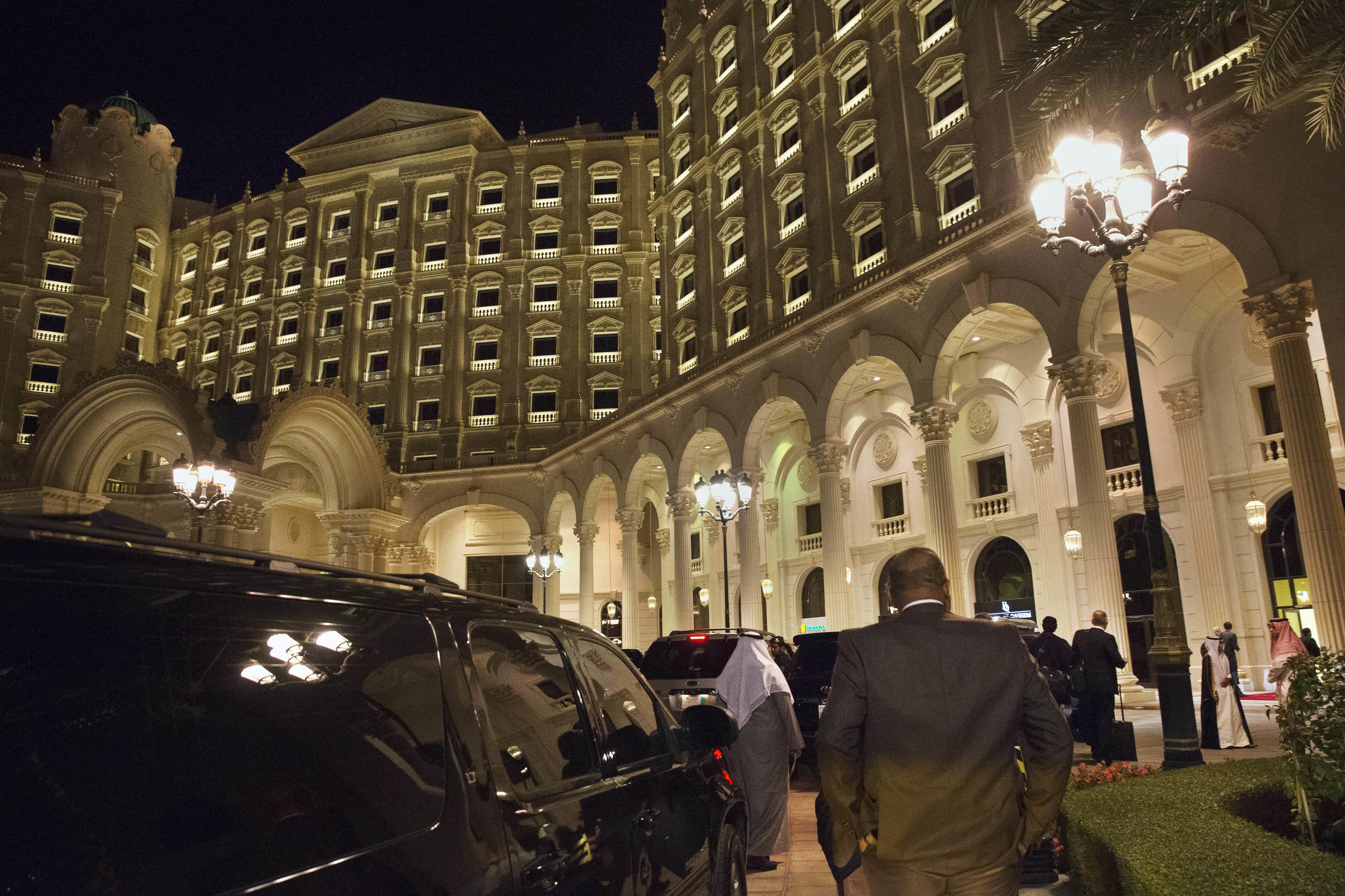 """След като 3 м. бе лукс затвор, хотел """"Риц"""" в Риад отвори"""