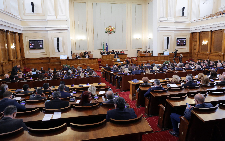 Депутатската заплата се вдига с 300 лева