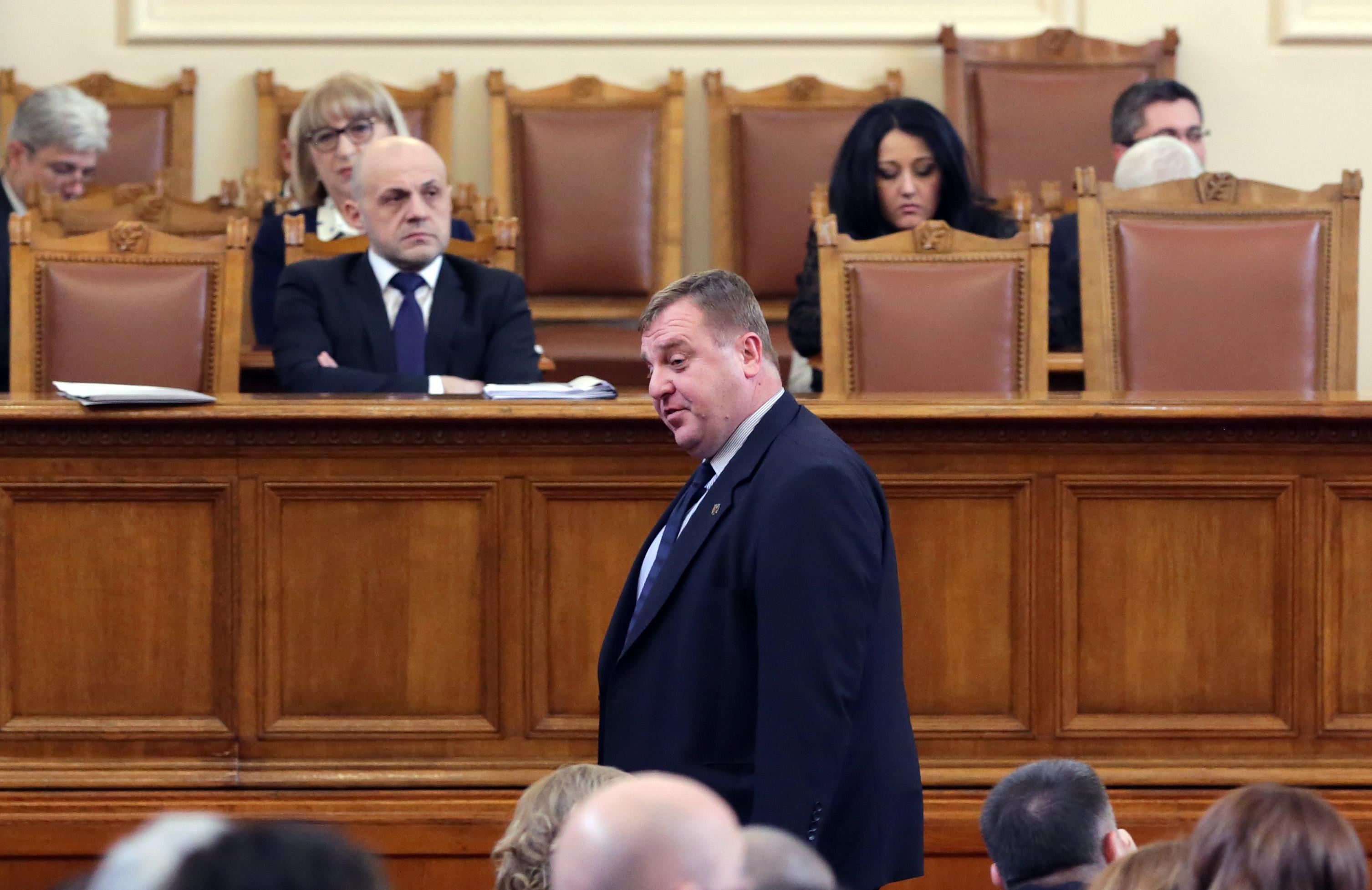 Каракачанов: Никой не ни е притискал за дипломатите