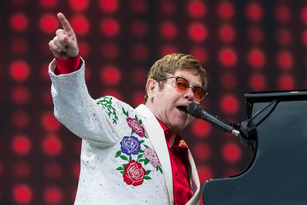Елтън Джон отмени 2 концерта, съвпадащи със сватбата на Хари