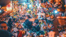 Яркото неоново Токио на Наохиро Яко, което спира дъха