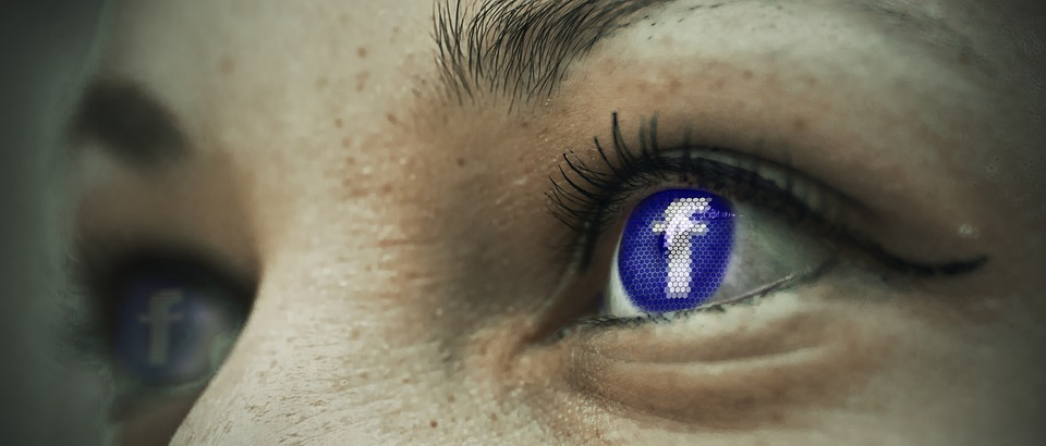 Facebook знае за какво си чатите