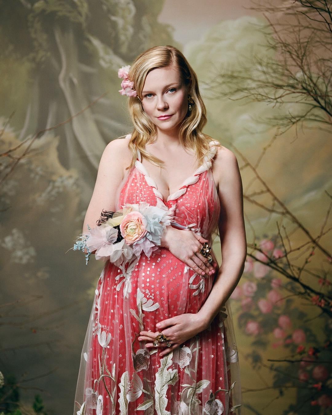 Бременната Кирстен Дънст позира във висша мода
