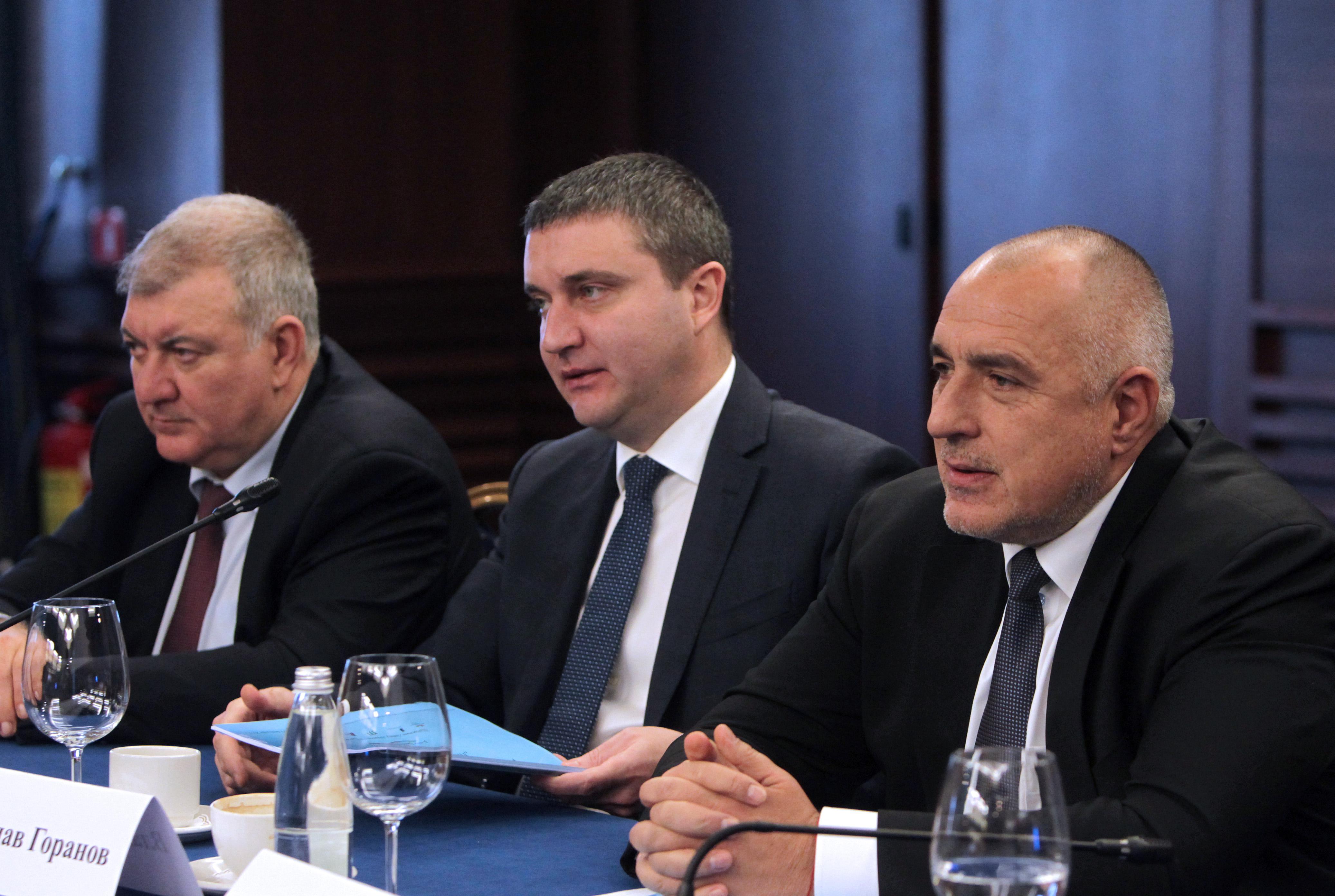 Горанов обеща да не вдига акцизи до 2021 г.
