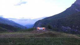 Хотел без стени и таван предлага най-прекрасния изглед към Алпите