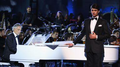 """Синът на Андреа Бочели издаде класическа версия на хитова песен от """"Цар Лъв"""""""