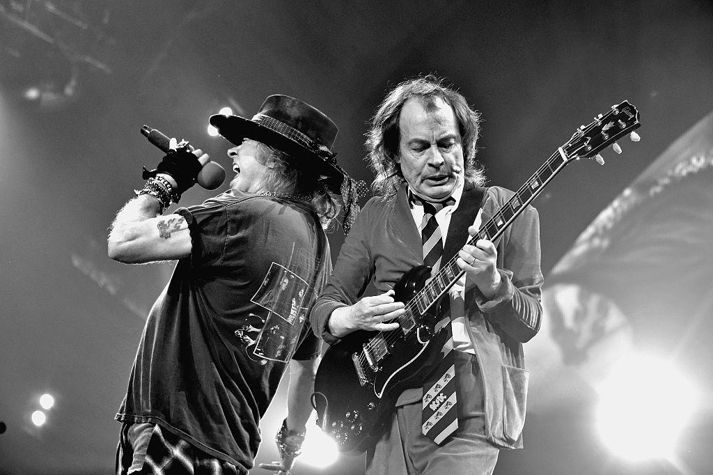 AC/DC няма да се разпадне, продължава с Аксел Роуз