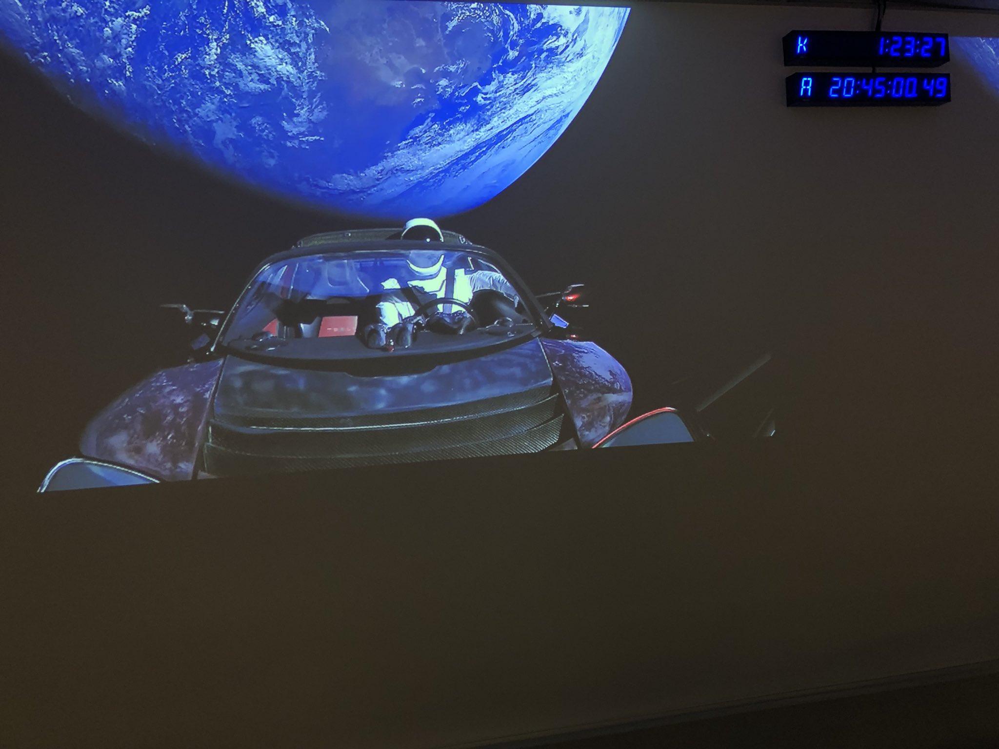 Летящата Tesla се насочи към астероидния пояс след Марс