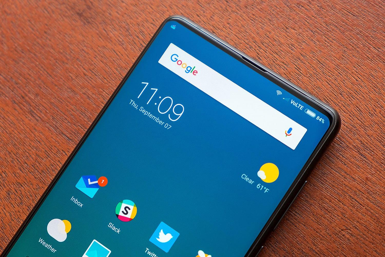Това е най-безрамковият смартфон в света