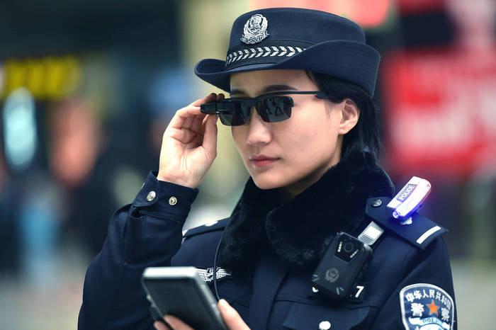 Полицаите в Китай слагат умни очила