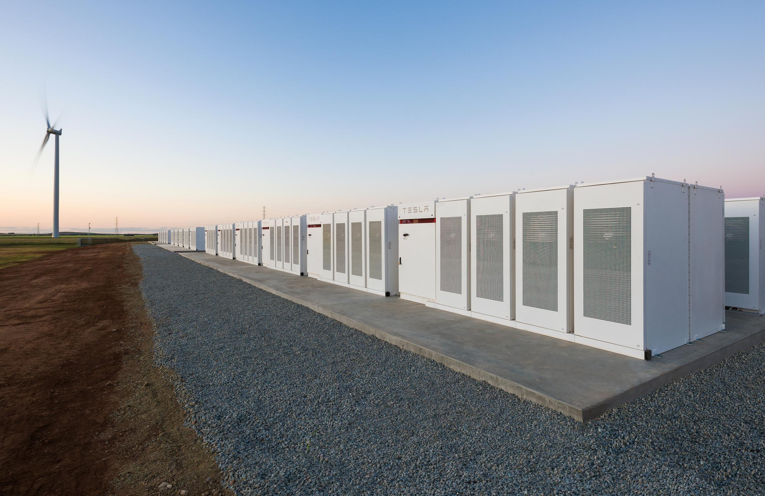 Tesla разби газовия картел в Австралия