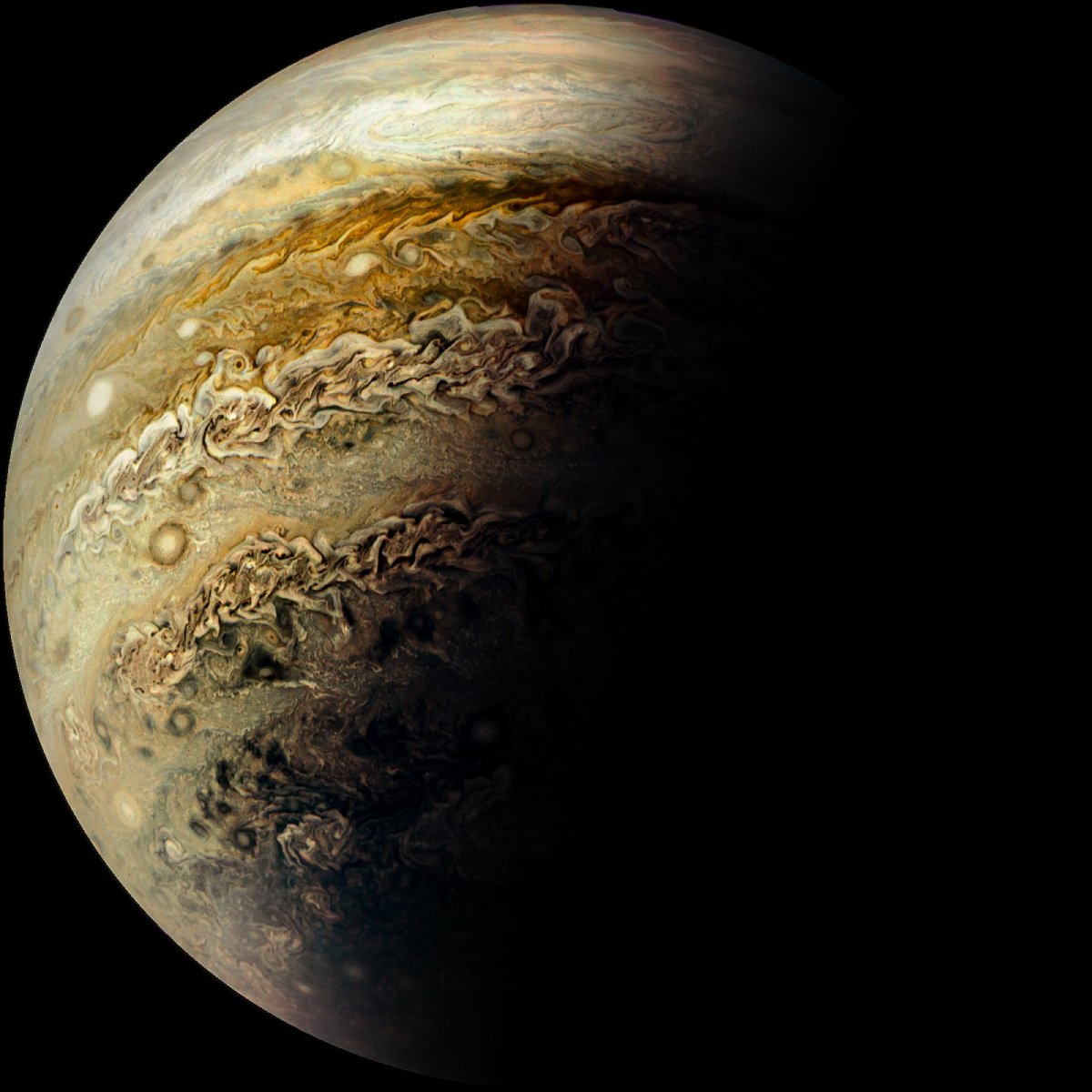 Нови впечатляващи снимки от Юпитер