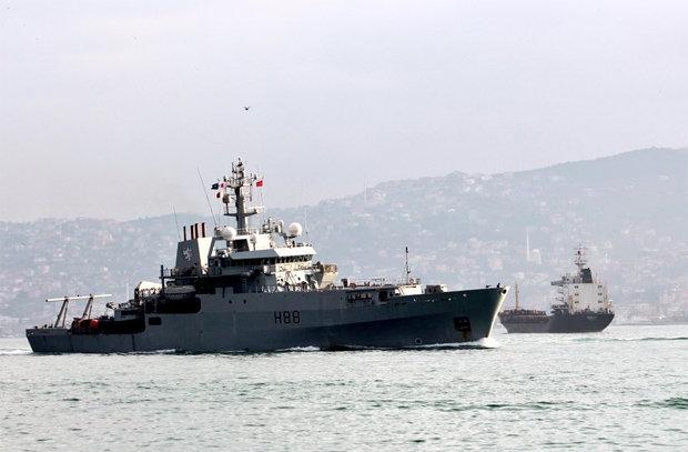 Кораби на НАТО и Русия на метри от сблъсък