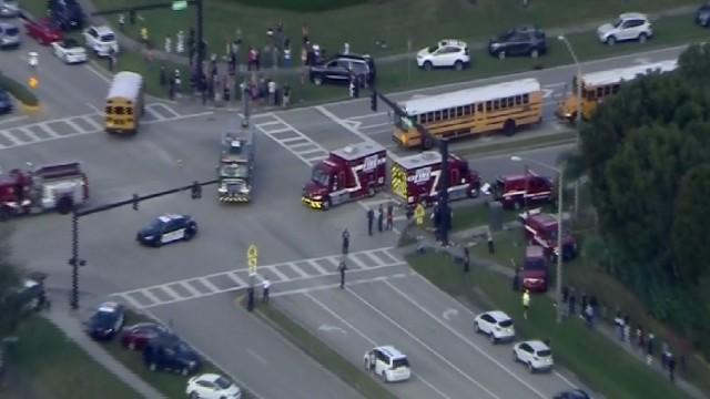 17 убити и 17 ранени при стрелба в училище във Флорида