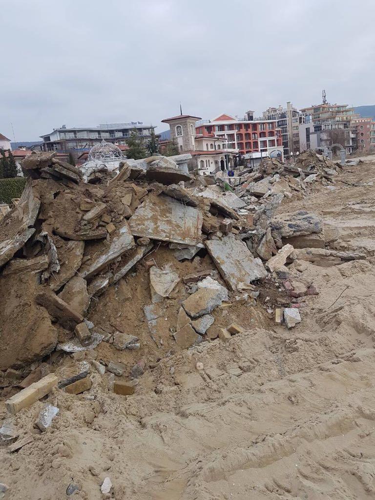 Премахнаха бетон от плаж Слънчев бряг-север (снимки)