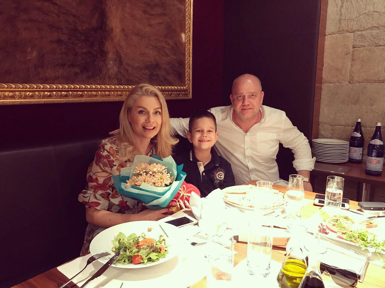 Венета Райкова отиде на ресторант с Тишо