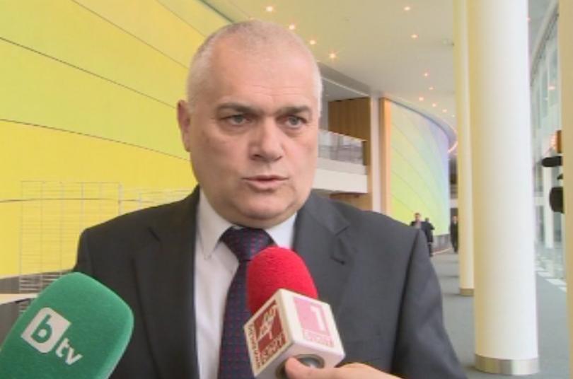 Министър Радев: Имало е натиск върху бития шофьор