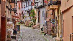 Къщички във френско село?