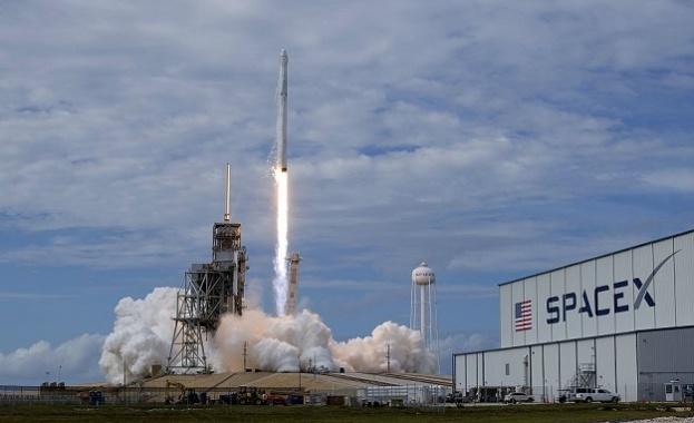 """SpaceX отложи старта на ракетата """"Фалкон 9"""""""