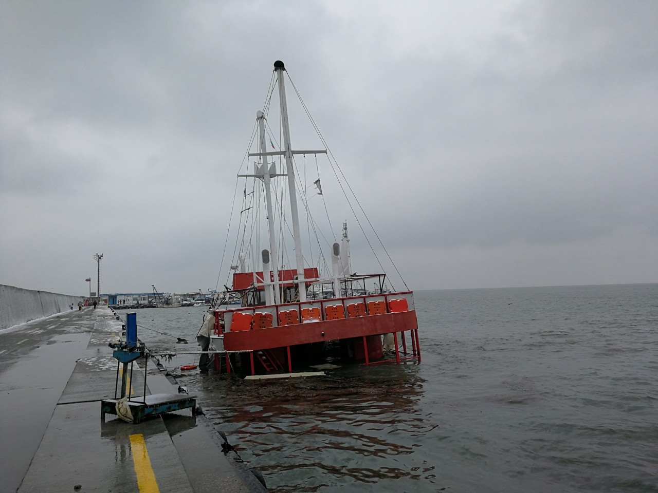 Потъна туристическият кораб до остров Св. Анастасия