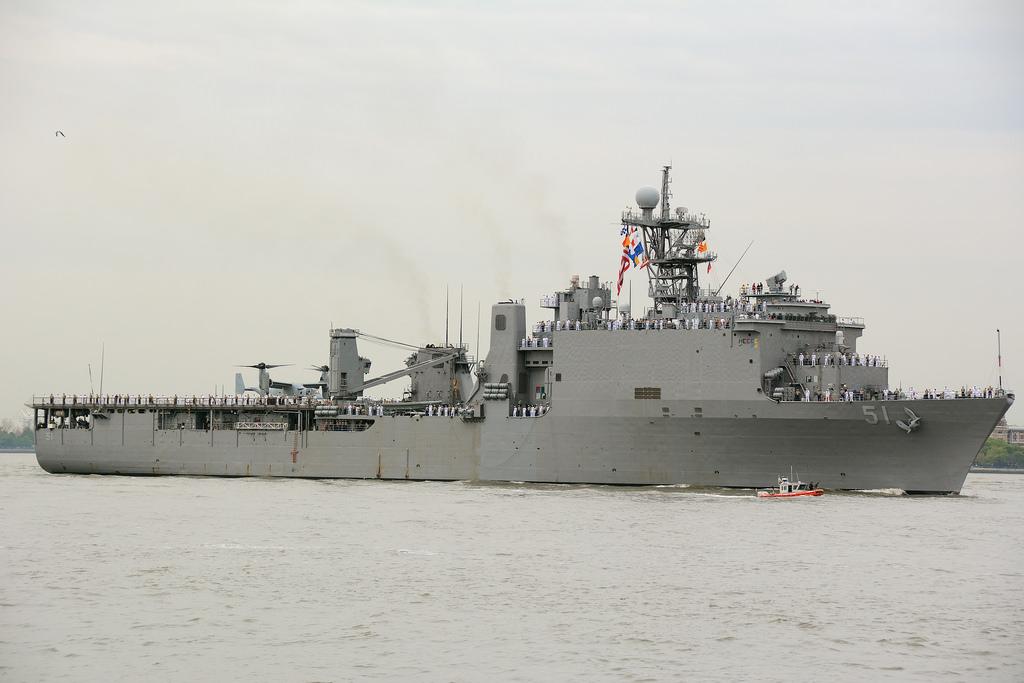 Десантен кораб на САЩ с 500 морски пехотинци е в Черно море