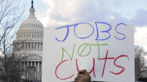 Отскок на седмичните молби за помощи при безработица в САЩ от тяхното 49-годишно дъно