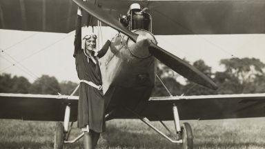 Авиаторката Амелия Еърхарт се бори за правата на жените и умира в небето