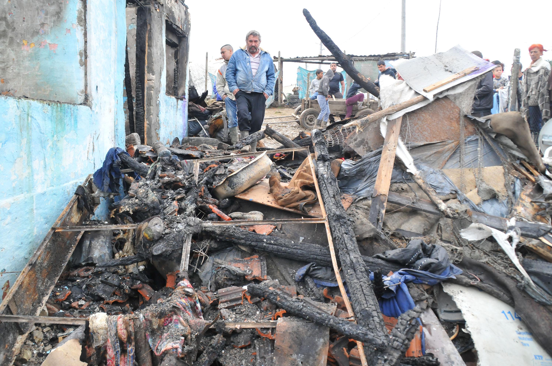 Жертвите на пожара в Средец вече са 5, почина още едно дете