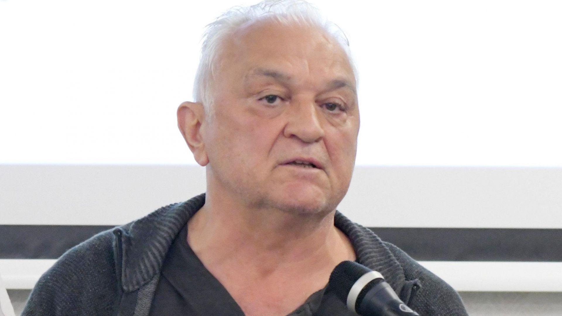 Сашо Диков работи в няколко телевизии, след като преди  това  дълги години беше в БНТ