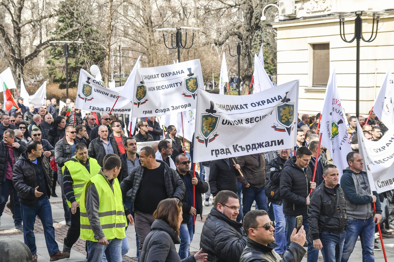 """Надзиратели готвят протест заради """"истерията"""" след бягството"""