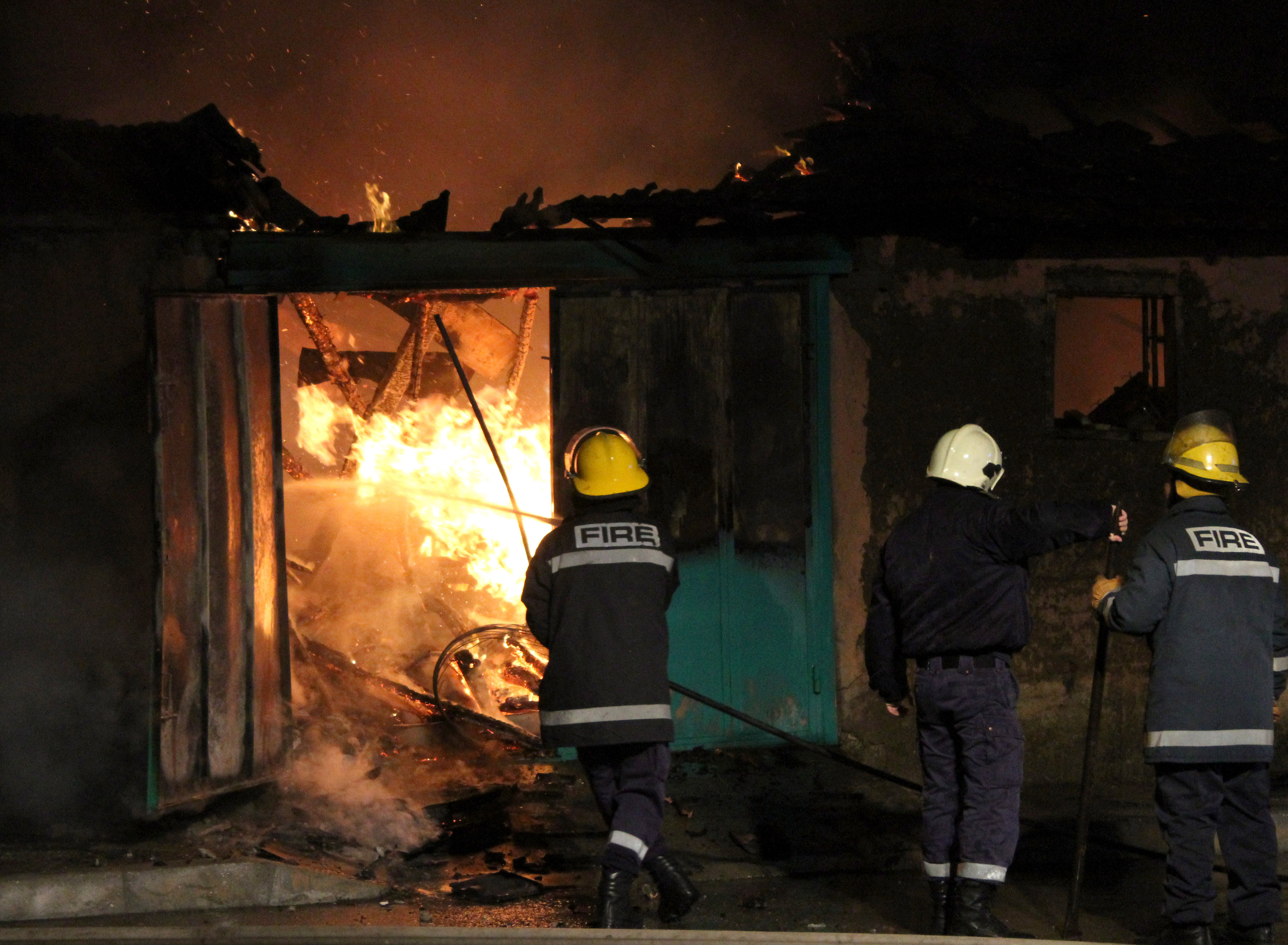 Възрастен мъж загина при пожар в къщата си (снимки)