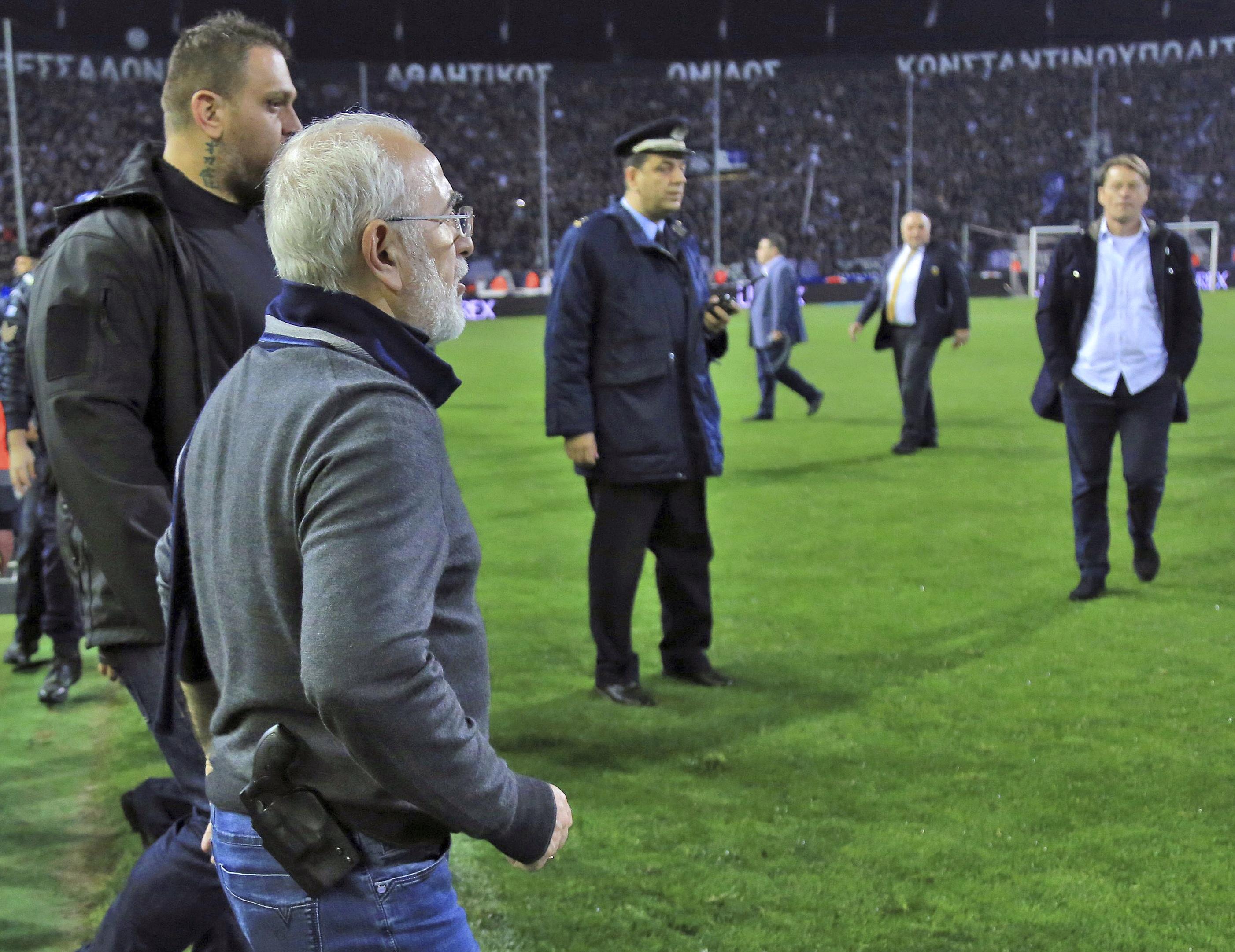 Жестоки санкции грозят гръцкия футбол заради Савидис