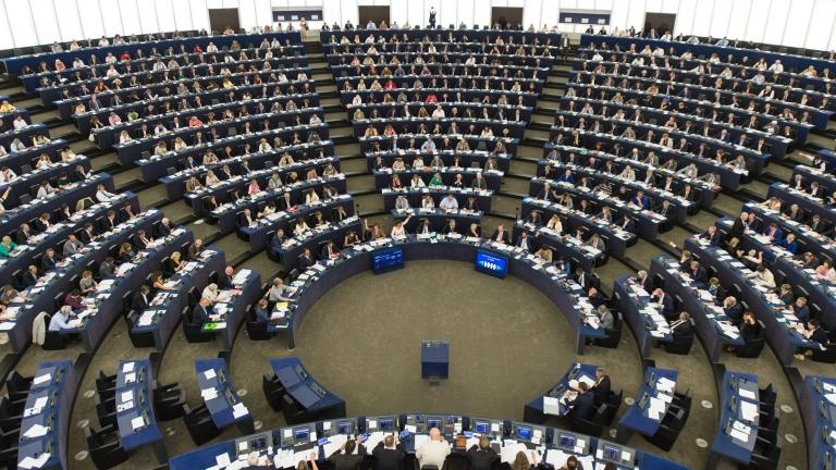 Месец преди изборите за Европейски парламент управляващите от ГЕРБ водят