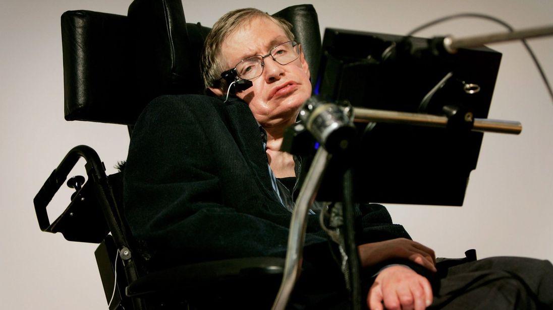 Почина големият учен Стивън Хокинг