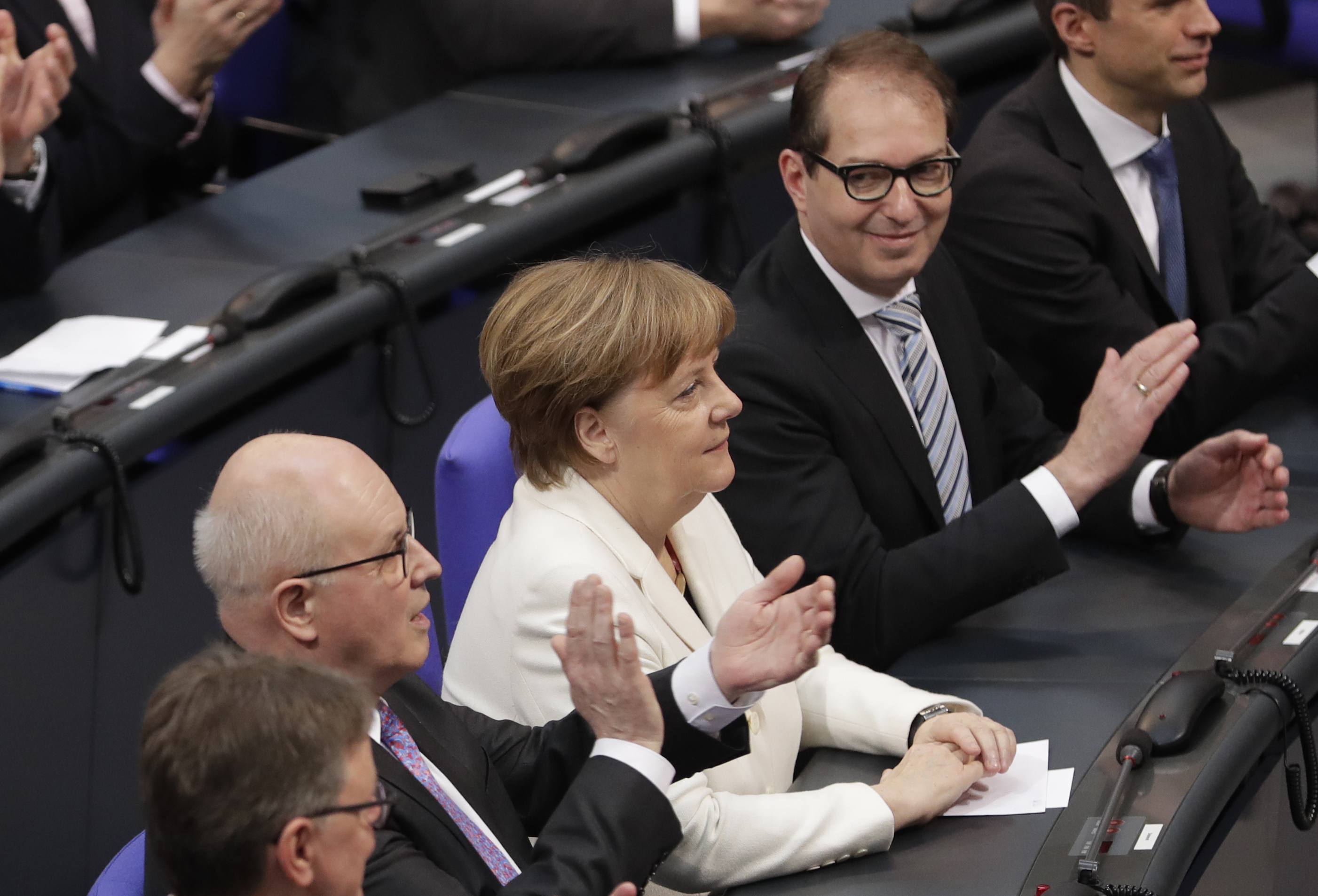 Без изненада: Меркел стана канцлер за четвърти път