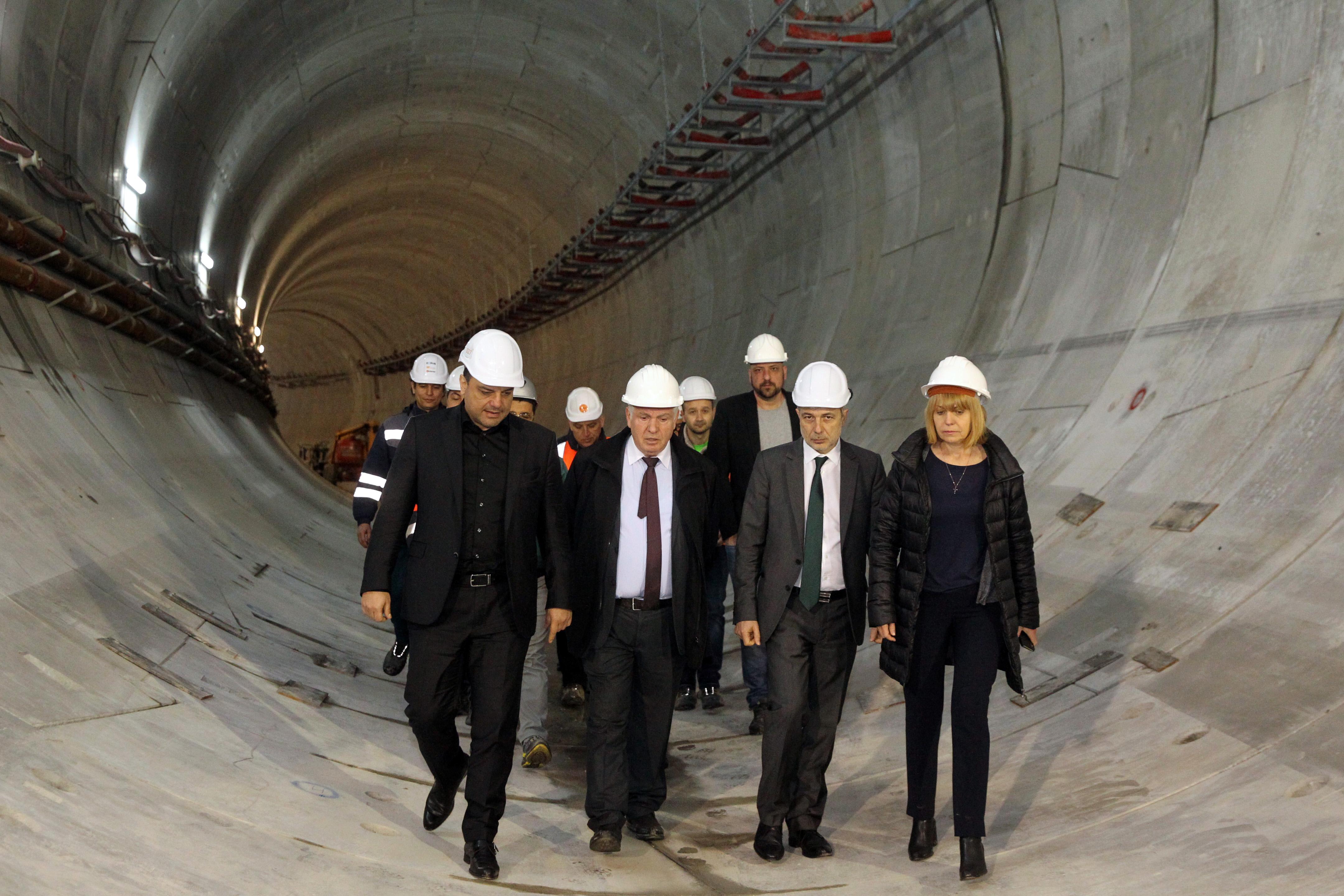 Над половината от първия етап на третата метролиния е готова