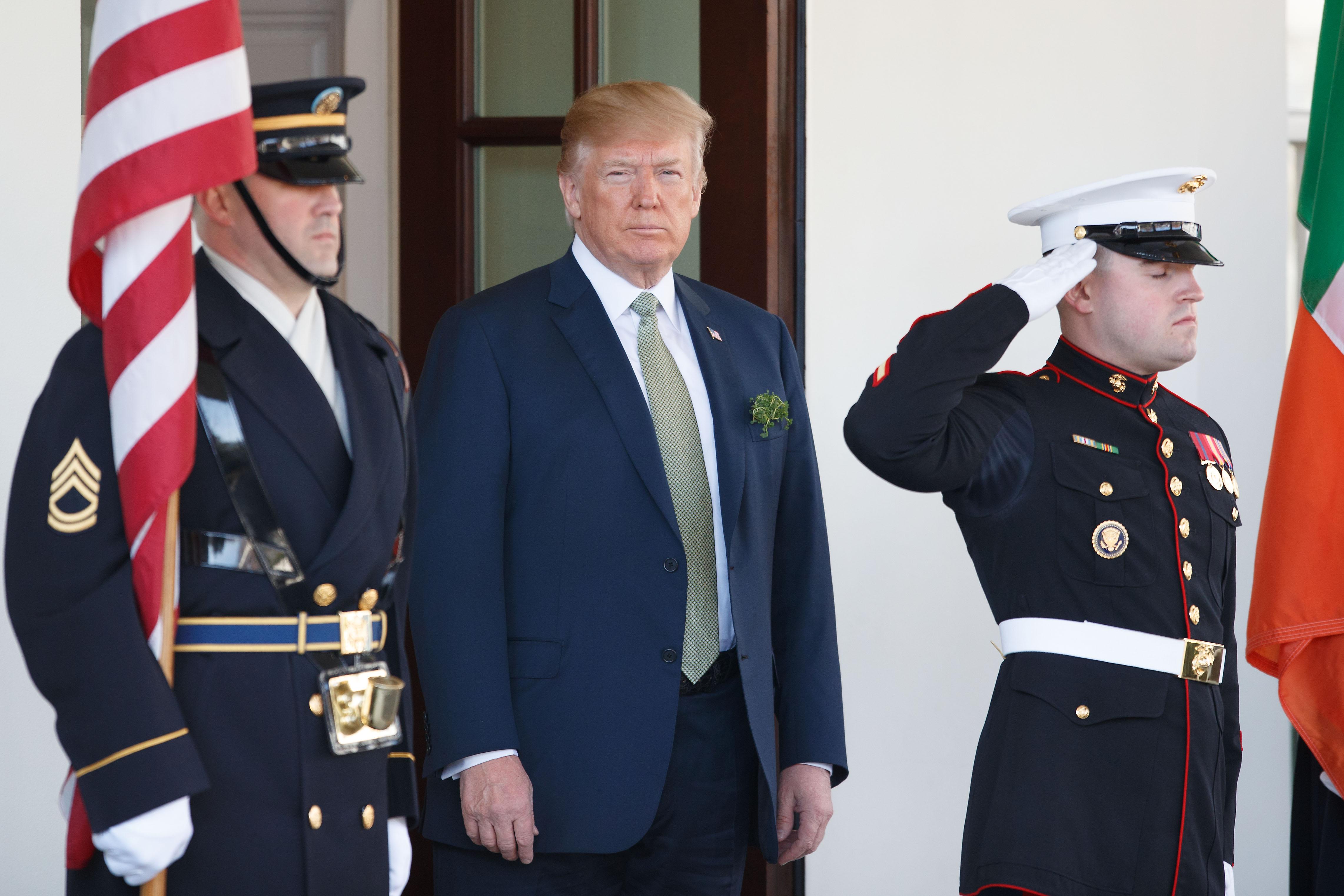 Тръмп, Макрон и Мей готвят отговор срещу Сирия