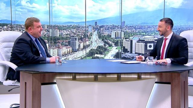 Каракачанов: Mога да направя половин коремно