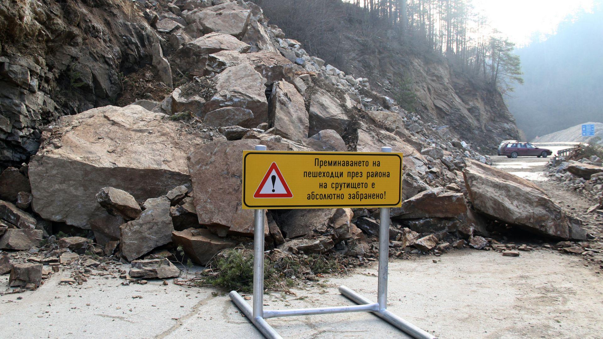 Алпинисти ще монтират мрежа над срутището край Тикале на пътя Смолян-Мадан
