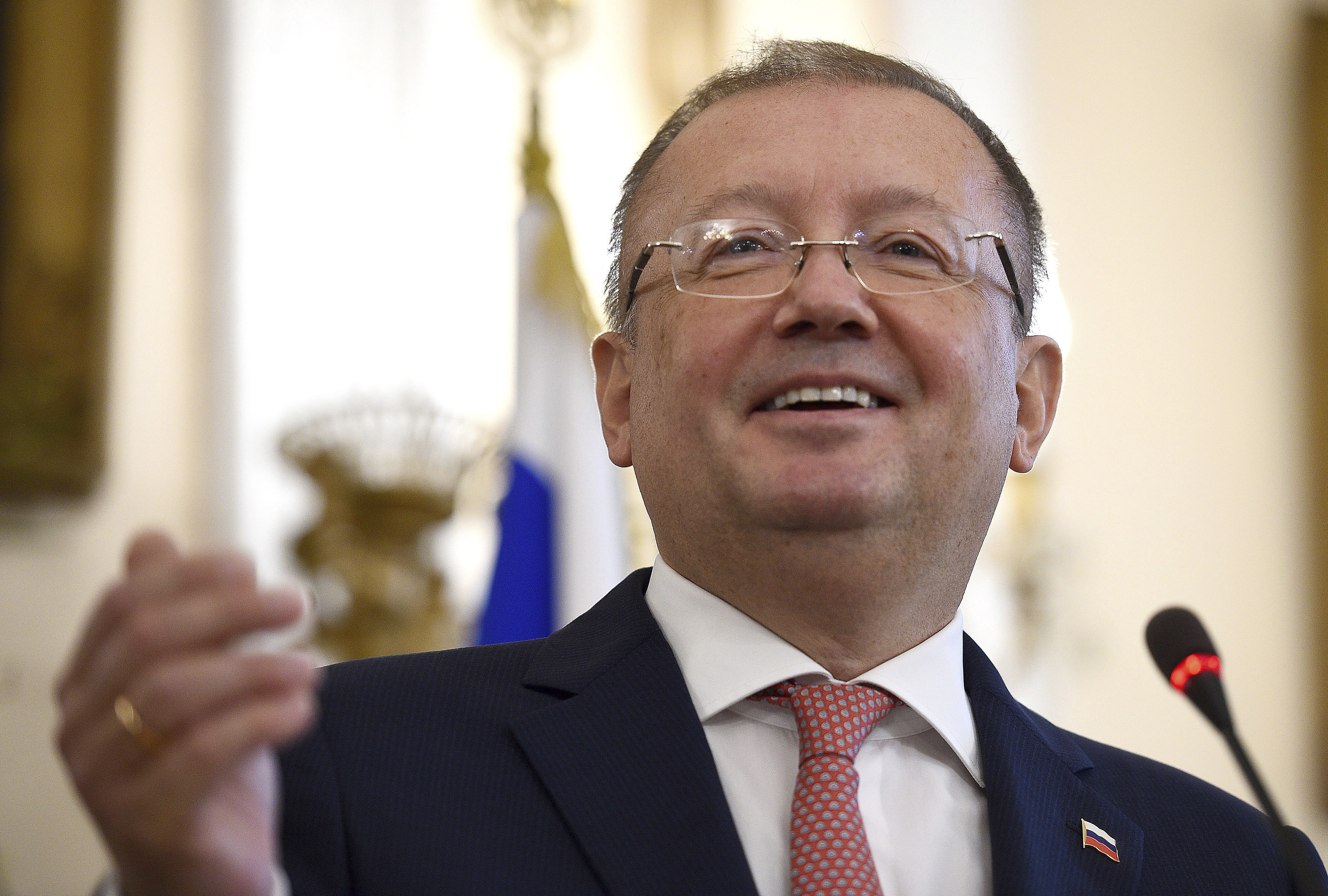 Руският посланик в Лондон с лична нота към Борис Джонсън