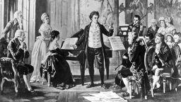 Бетховен изпълнява първия си концерт на 26 март и умира на 26 март