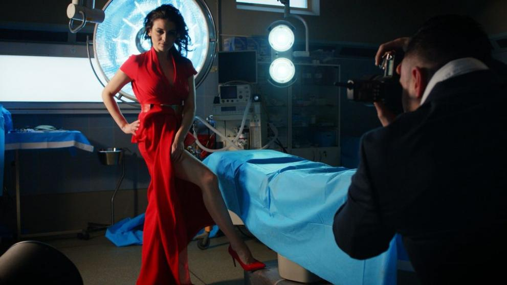 Д-р Огнянова с гореща фотосесия в операционната