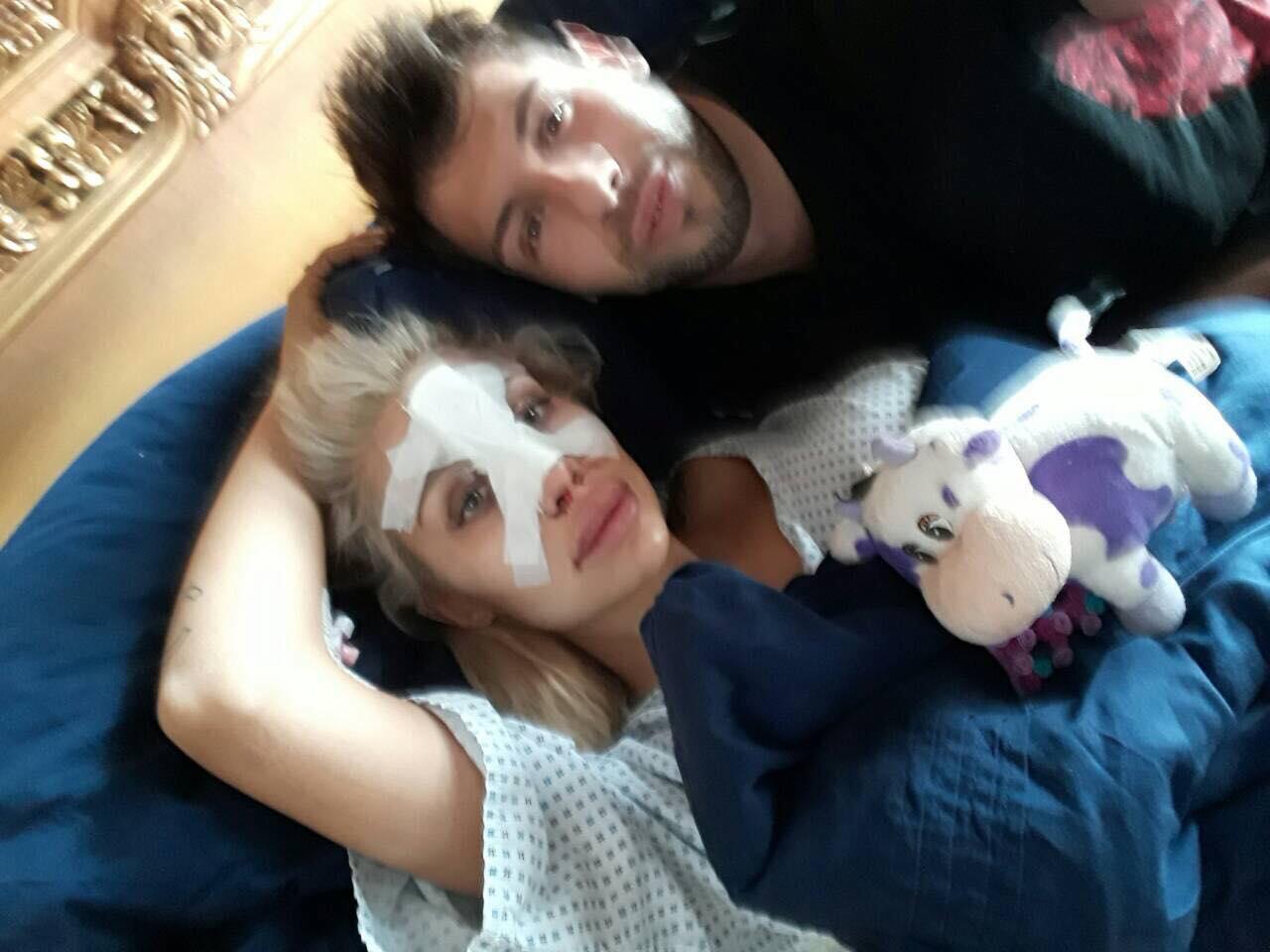 Станимир бе плътно до съпругата си след поредната операция на носа през март