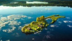 Красотата на четирите годишни времена на малък остров във Финландия